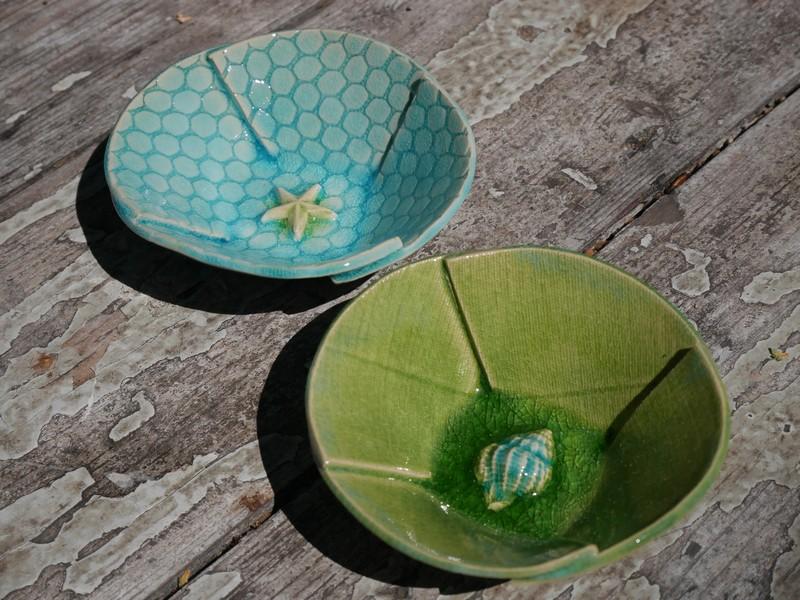 Keramikschüsseln mit maritimen abgeformten Intarsien